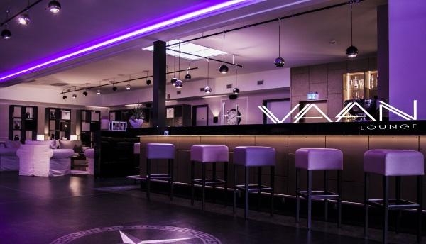 Vaan Lounge Paderborn. Das Atrium als separater Partyraum in Paderborn mieten.